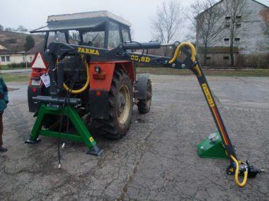 Hydraulická ruka Farma C 3,8 v 3 bodě za traktorem Zetor